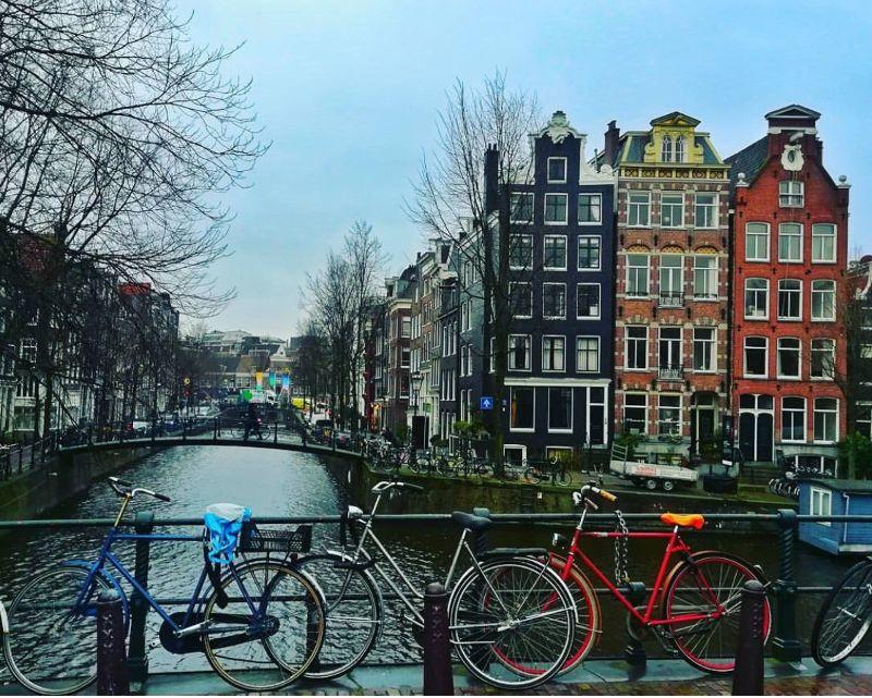 compressa casuale Passante  In viaggio verso Amsterdam una città permissiva - In viaggio con me