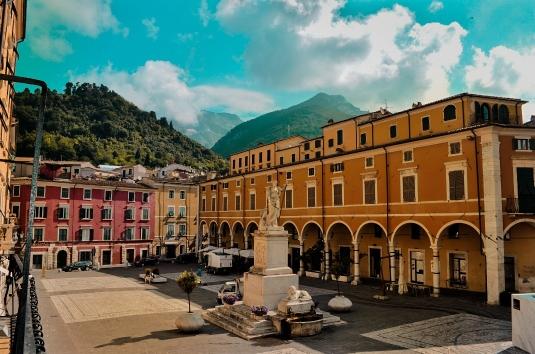 Lo splendore di Carrara e delle sue montagne