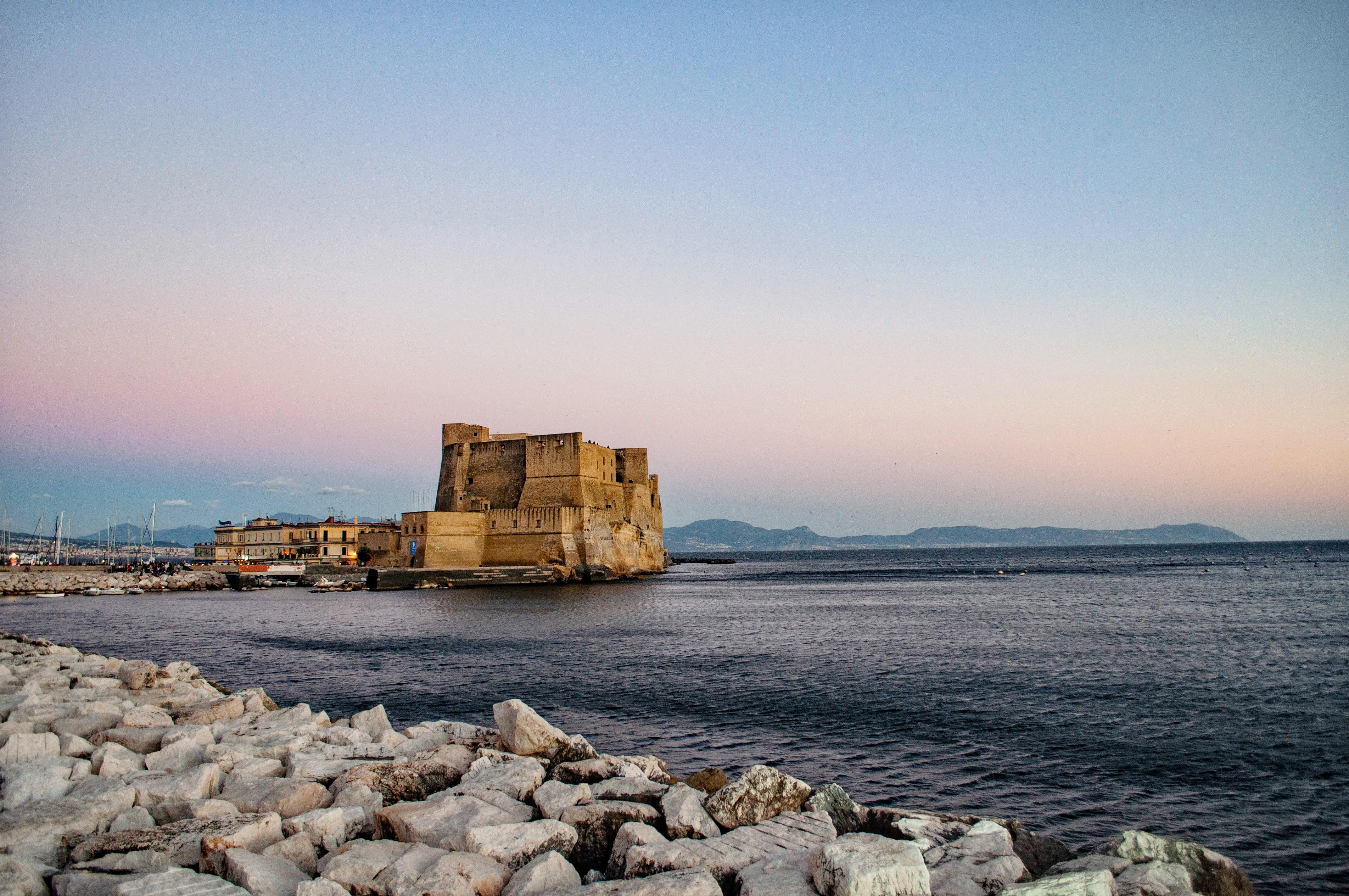 Dormire nelle vie antiche di Napoli